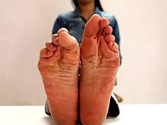 chinese dancer feet scrunch